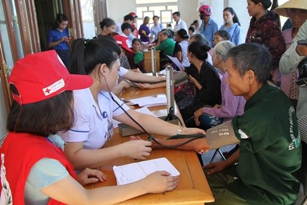 Consultations medicales gratuites en faveur des personnes demunies a Ha Tinh hinh anh 1