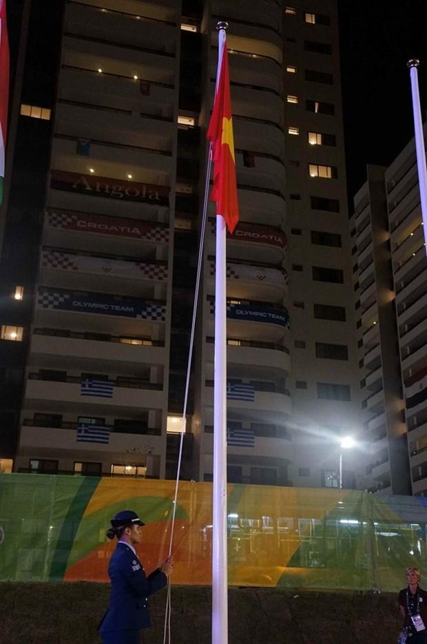 Le drapeau national du Vietnam au village olympique hinh anh 1