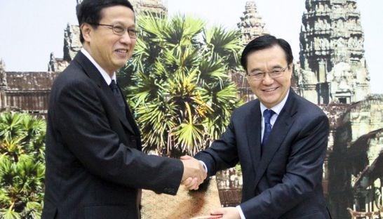 La Chine s'engage a acheter 200.000 tonnes de riz cambodgien par an hinh anh 1