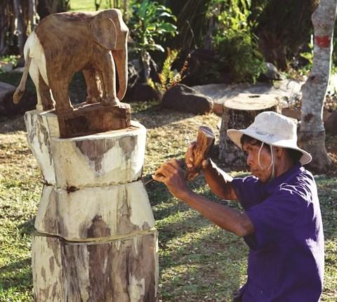 La sculpture sur bois dans les hauts plateaux du Centre hinh anh 1