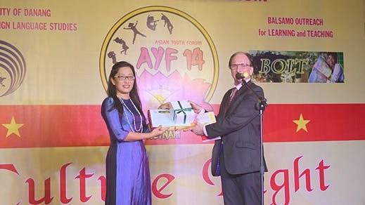 Cloture du Forum des jeunes d'Asie a Da Nang hinh anh 1