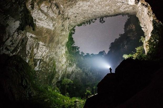 Cinq cents touristes conquierent avec succes la grotte Son Doong hinh anh 1