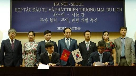 Une delegation des autorites municipales de Hanoi a Seoul hinh anh 1