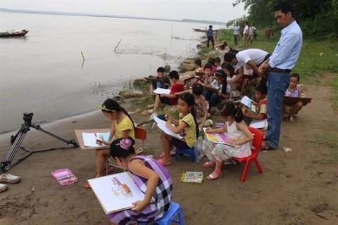 Des cours de peinture gratuits au village de Co Do hinh anh 2