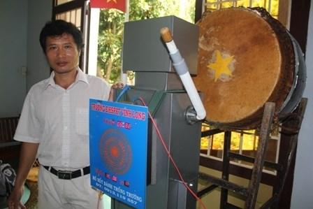 Vinh Long - Un robot qui frappe le tambour de l'ecole hinh anh 1