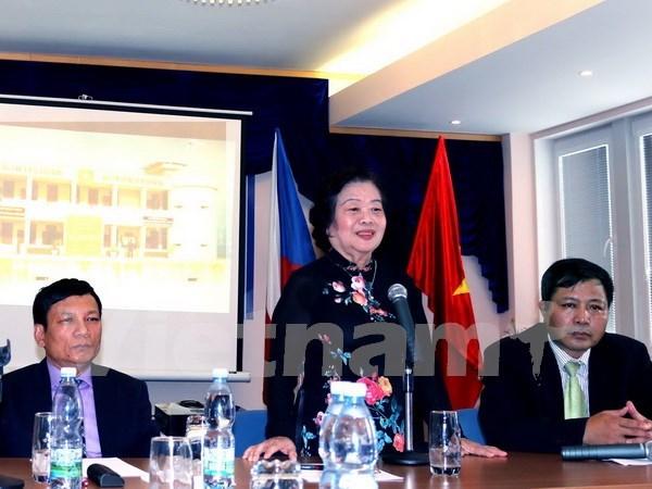 L'ex-vice-presidente Truong My Hoa en visite en Republique tcheque hinh anh 1