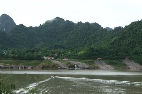 Voyagez dans la zone touristique du lac de Hoa Binh hinh anh 1