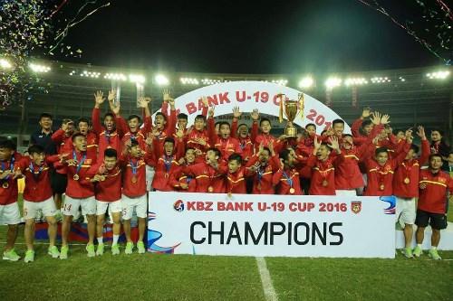 Football : l'U19 Vietnam remporte la KBZ Bank Cup 2016 au Myanmar hinh anh 1