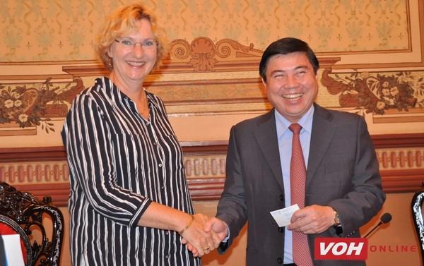 Le maire de HCM-V recoit la directrice de l'UNICEF pour l'Asie de l'Est et le Pacifique hinh anh 1