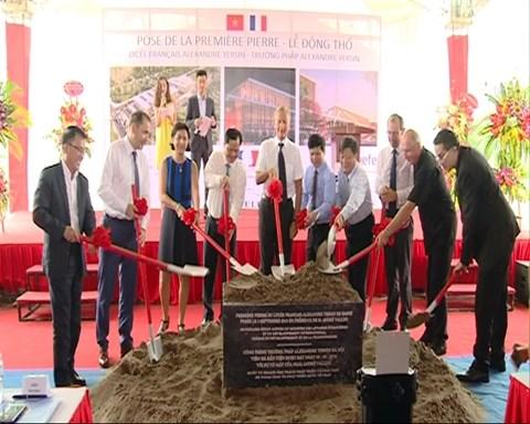 Pose de la premiere pierre du nouveau Lycee francais de Hanoi hinh anh 1