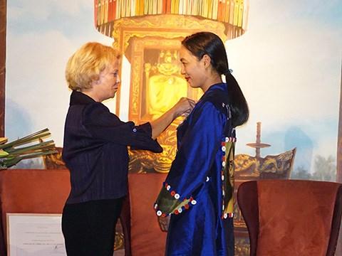 L'insigne de Chevalier de l'Ordre des Arts et des Lettres pour la realisatrice Nguyen Hoang Diep hinh anh 1