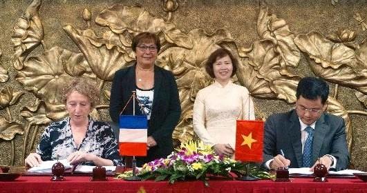 Intensification de la cooperation entre Business France et Vietrade hinh anh 1
