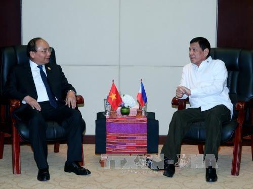 Le Premier ministre Nguyen Xuan Phuc rencontre le president philippin hinh anh 1