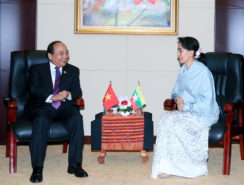 Le Premier ministre Nguyen Xuan Phuc rencontre la conseillere d'Etat du Myanmar hinh anh 1