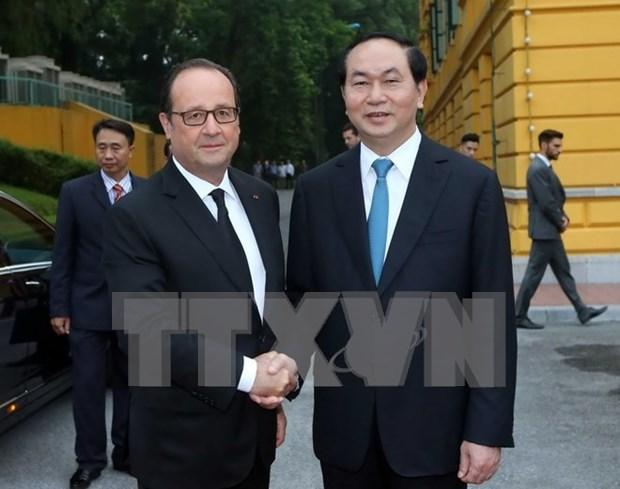 Le president francais termine avec succes sa visite d'Etat au Vietnam hinh anh 1