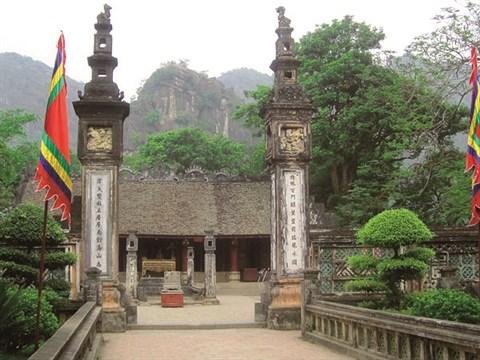 Les deux gardiens d'un tombeau royal millenaire a Ninh Binh hinh anh 2