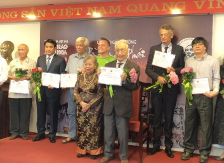 Le Prix Bui Xuan Phai : un photographe presque centenaire remporte le Grand Prix hinh anh 1