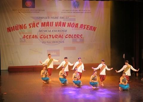 ASEAN : des chants et des danses presentes a Hanoi hinh anh 1