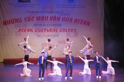ASEAN : des chants et des danses presentes a Hanoi hinh anh 2