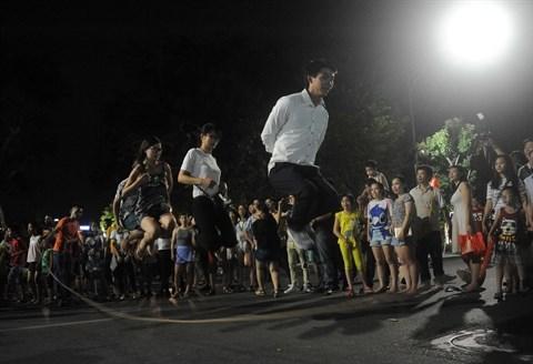 Hanoi: bilan du premier week-end sans voiture au lac Hoan Kiem hinh anh 2
