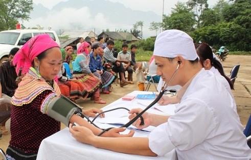 Kon Tum: assistance israelienne dans les consultations et soins medicaux hinh anh 1