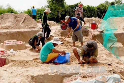 Fouille de tombes antiques dans la province de Binh Thuan hinh anh 1
