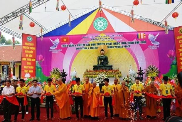 Reception de la statue du Bouddha de Jade pour la paix universelle a Vinh Phuc hinh anh 1