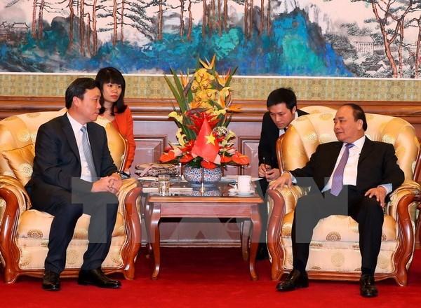 Le Premier ministre Nguyen Xuan Phuc recoit des dirigeants de geants economiques de Chine hinh anh 2