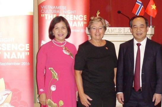 Soiree culturelle vietnamienne en Norvege hinh anh 1