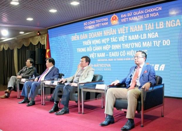Le vice-PM Trinh Dinh Dung au Forum des hommes d'affaires vietnamiens en Russie hinh anh 1