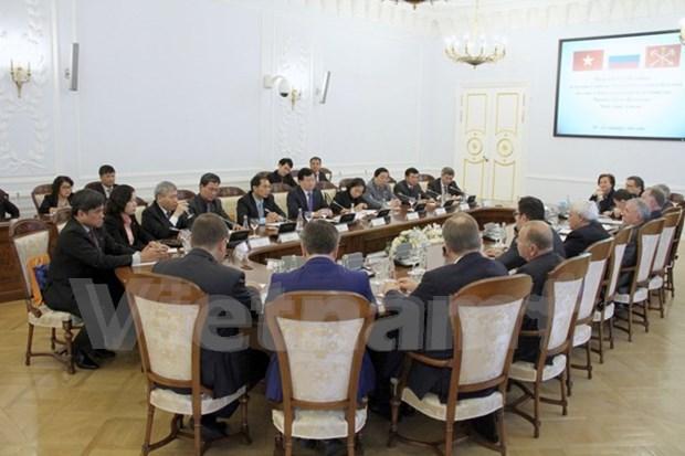 Le vice-Premier ministre Trinh Dinh Dung en visite de travail a Saint-Petersburg hinh anh 1