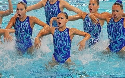 Deux sirenes prodiges illuminant la natation synchronisee hinh anh 2