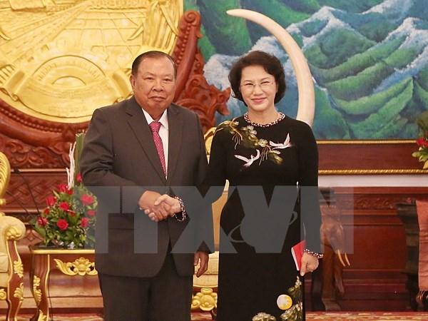 La presidente de l'AN du Vietnam rencontre le leader du Parti populaire revolutionnaire du Laos hinh anh 1