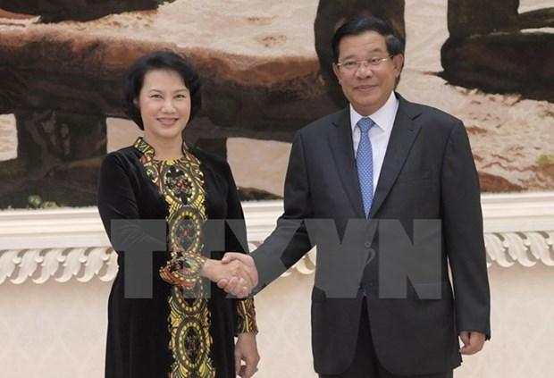La presidente de l'AN du Vietnam rencontre le Premier ministre cambodgien hinh anh 1