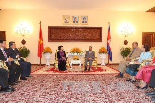 Vietnam et Cambodge s'engagent a promouvoir les liens bilateraux hinh anh 1