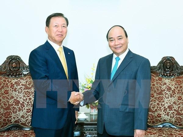 Le Premier ministre recoit des responsables de groupes sud-coreens a investir au Vietnam hinh anh 1