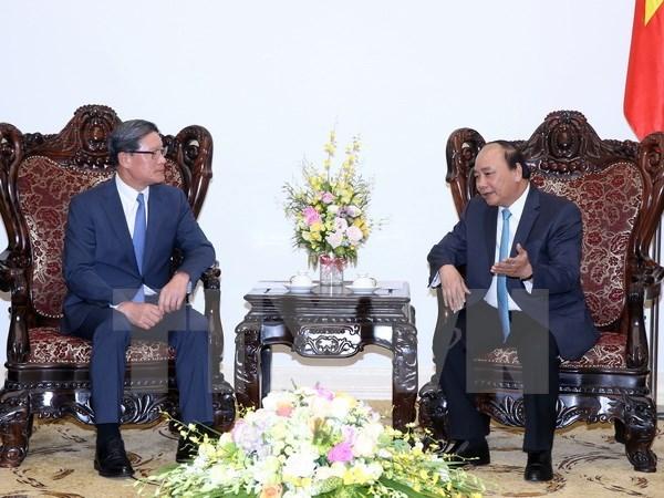 Le Premier ministre recoit des responsables de groupes sud-coreens a investir au Vietnam hinh anh 2