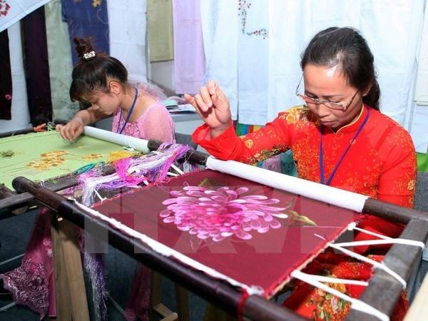 Ouverture du Festival touristique des villages de metiers traditionnels Hanoi-Vietnam 2016 hinh anh 1