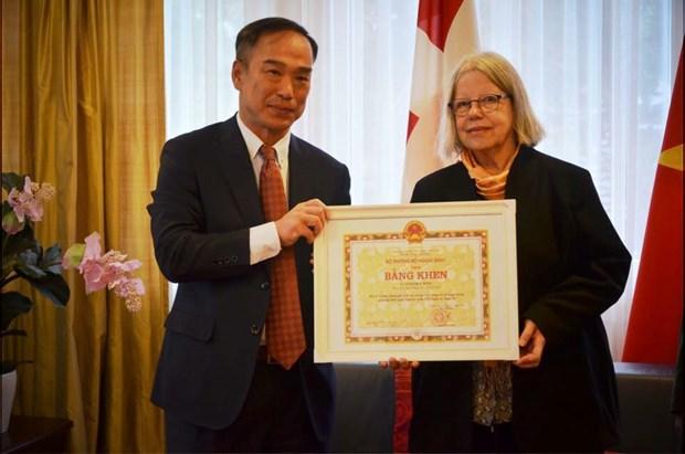 Deux personnes representatives de l'amitie Suisse-Vietnam hinh anh 1