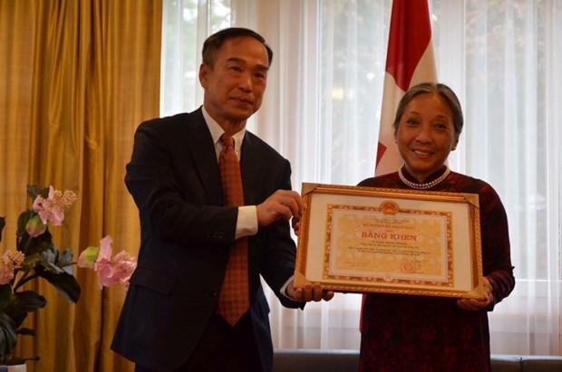 Deux personnes representatives de l'amitie Suisse-Vietnam hinh anh 2