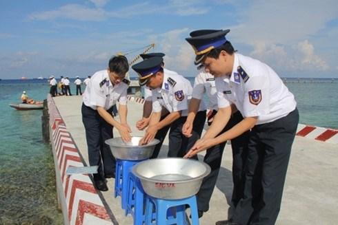 Lancement du programme «L'eau pour Truong Sa» hinh anh 1