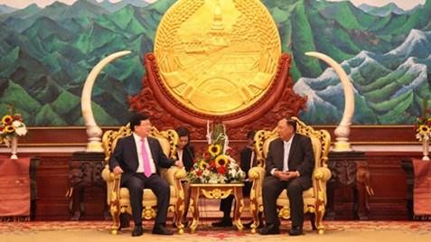 Activites du vice-Premier ministre Trinh Dinh Dung au Laos hinh anh 2