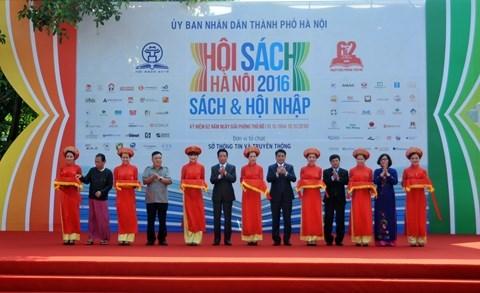 Ouverture de la Fete du livre de Hanoi 2016 hinh anh 1