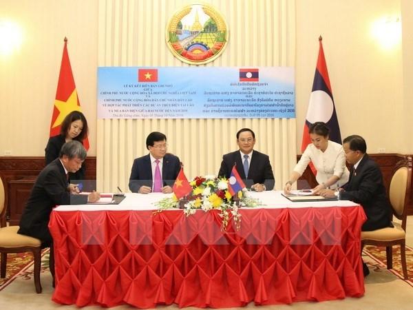 Activites du vice-Premier ministre Trinh Dinh Dung au Laos hinh anh 1