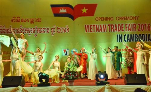 Ouverture de la foire commerciale du Vietnam 2016 au Cambodge hinh anh 1