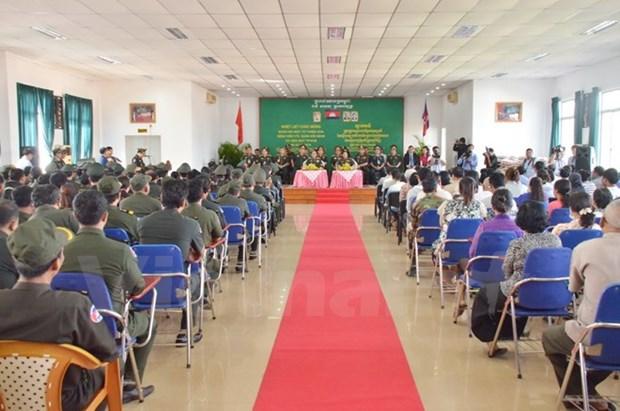Le Vietnam offre des soins ophtalmologiques gratuits a des Cambodgiens hinh anh 1
