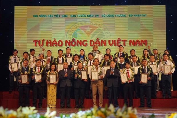 Publication de la liste des agriculteurs exemplaires du Vietnam en 2016 hinh anh 1