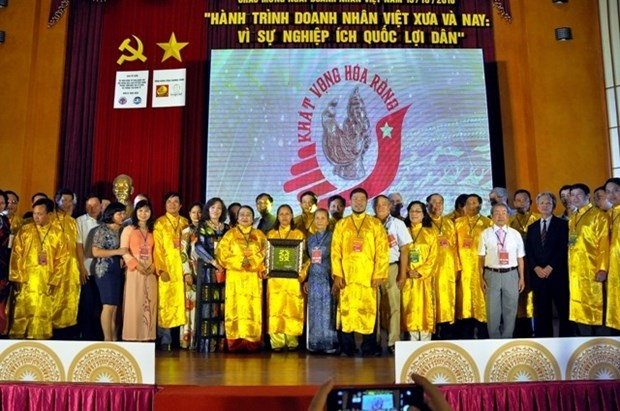 Les hommes d'affaires vietnamiens œuvrent toujours au developpement national hinh anh 1