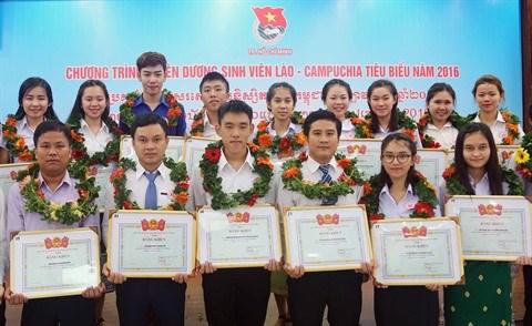 Ho Chi Minh-Ville: des etudiants du Laos et du Cambodge a l'honneur hinh anh 1