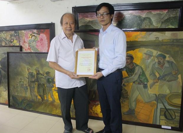 Le Musee de Hanoi expose les documents et les objets collectionnes durant la periode 2015-2016 hinh anh 3